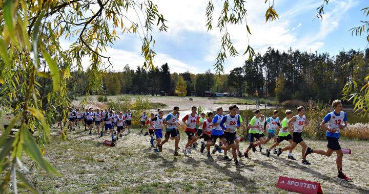 """Foto: Na """"Stříbrňáku"""" doběhlo do cíle 533 závodníků"""